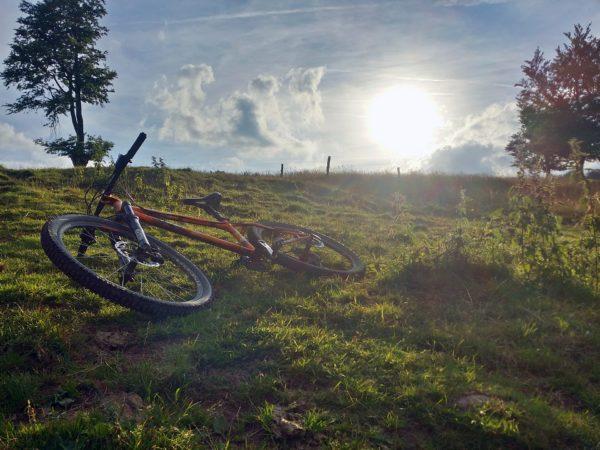 mountain-biking-1795188_1920